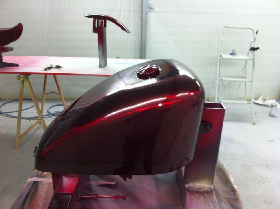 Vernis color rouge d une harley davidson en m tal brut for Peinture effet metal marseille